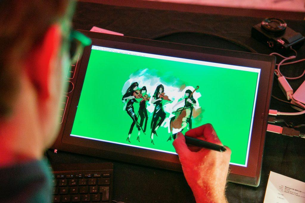 Réalisation d'une illustration digitale lors d'un événement.
